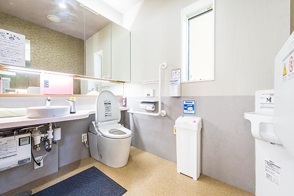 バリアフリー多目的トイレ