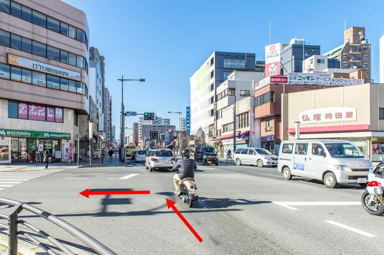 八幡町の交差点